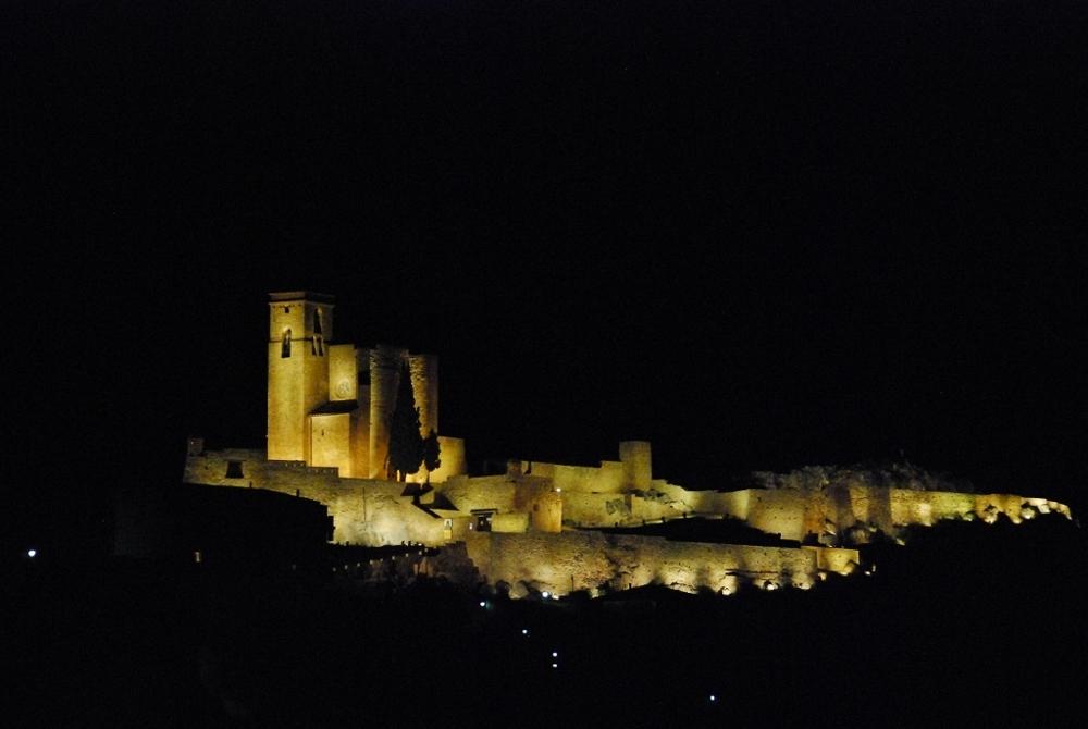 Castillo-iluminado-Benabarre-Benavarri-estanya-azafran-del-pirineo
